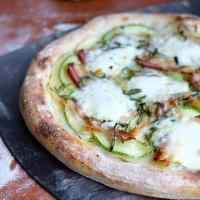 Pizzadej med surdej - opskrift på surdejspizza