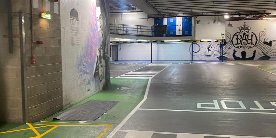 Car Park Line Markings Worthy of a Standing Ovation