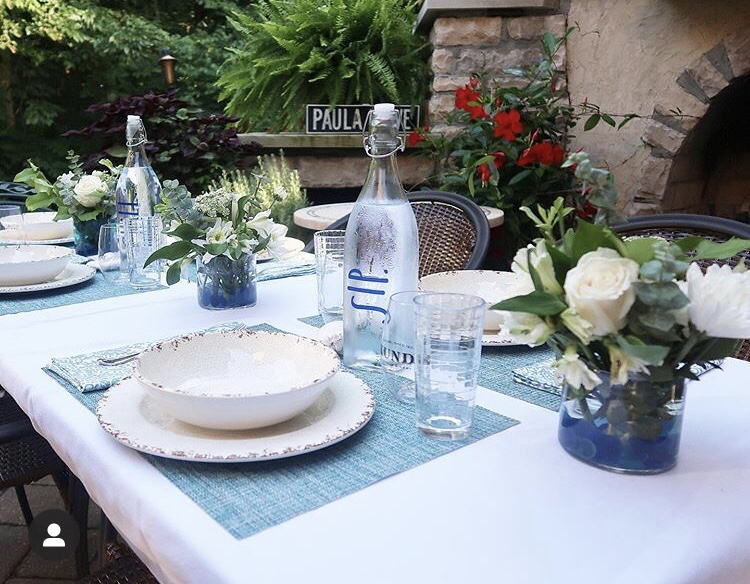 How to create a beautiful tablescape in your own backyard!
