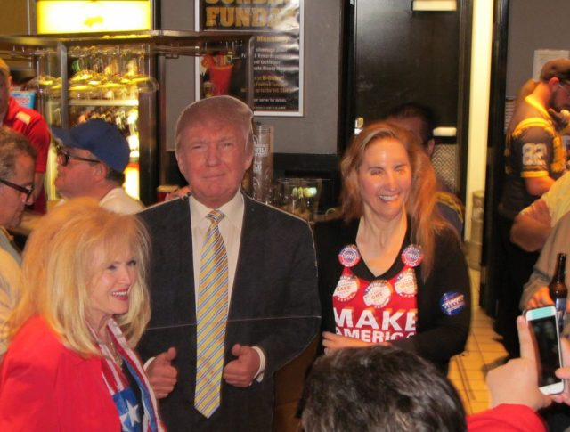 2016-trump-pub-crawl-novi-september-photo-009