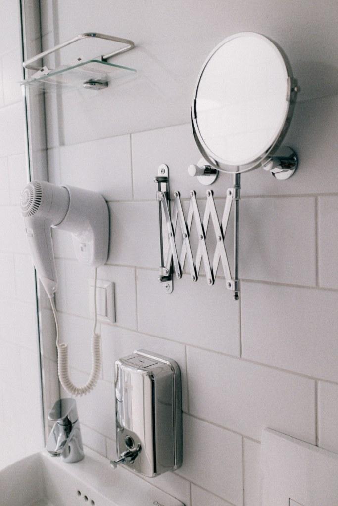hotel bathroom photo