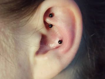 conch piercing stud black
