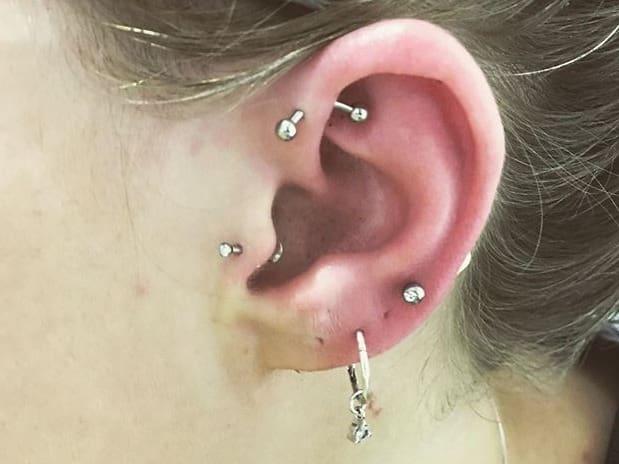 curved bar forward helix piercing