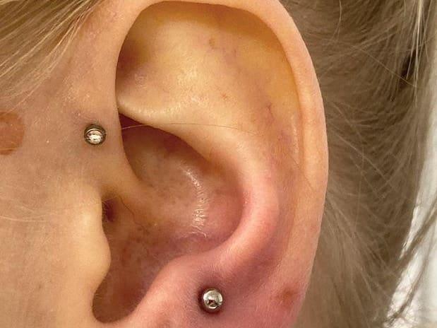 forward helix piercing men