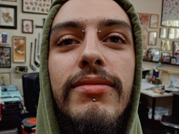 labret piercing on guys