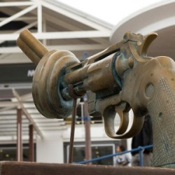 The-sculpture-of-the-Knotted-Gun-at-the-V-A-Waterfront-Cape-Town-Photo-by-Kirsten-Watkins-300x300