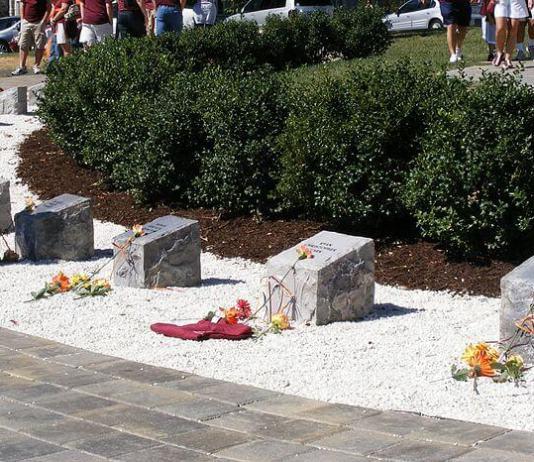 800px-VT April 16 memorial