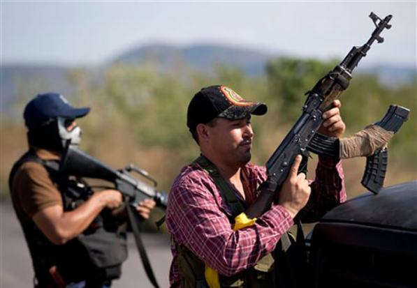 5 Autodefensas-ap-2 Militants fighting the narcos