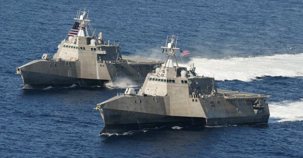 The littoral combat ships USS Independence (LCS 2), back, and USS Coronado (LCS 4) are underway in the Pacific Ocean. (U.S. Navy photo by Chief Mass Communication Specialist Keith DeVinney/Released)
