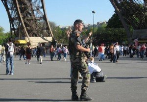 Since the unprecedented terror attacks in France, Belgium and Germany, citizens have been living in constant fear. In France, soldiers are deployed in the streets. Pictured: A soldier on guard at the Eiffel Tower in Paris. (Image source: Kirsteen/Flickr)