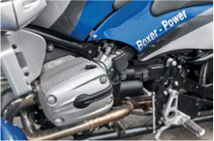 «Оппозит» BMW и коробка передач установлены в раму из стальных труб. Сзади внизу спрятан бензобак.