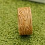 彫刻入り 木の指輪販売