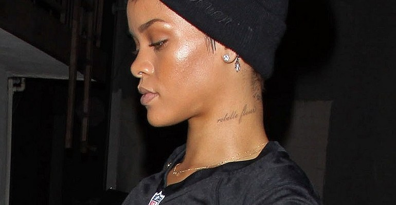 Rihanna at a recording studio in L.A. on October 17, 2012 rihanna-fenty.com