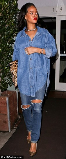 25F08DC200000578-2963846-Surprise_Leonardo_DiCaprio_reportedly_surprised_Rihanna_with_a_r-a-27_1424611942620