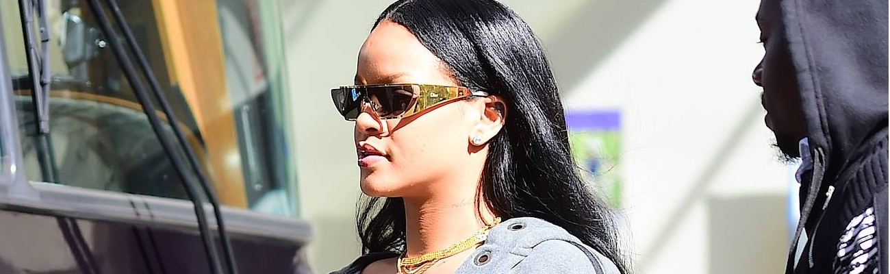 CANDIDS: Rihanna in New York