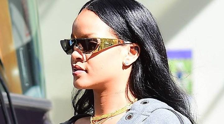CANDIDS: Rihanna in New York