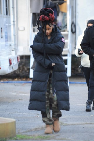 Rihanna goes back to New York to film Ocean's Eight on November 22, 2016 braving the cold