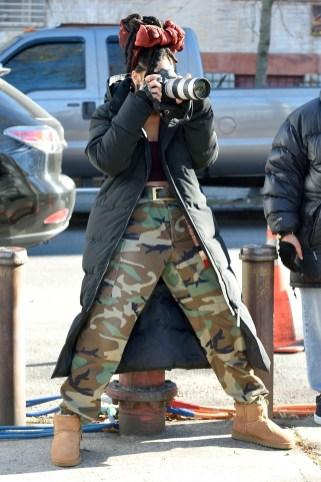 Rihanna goes back to New York to film Ocean's Eight on November 22, 2016 holding camera