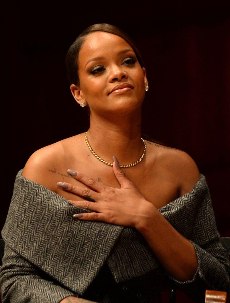 Rihanna receives Harvard Humanitarian of the Year award Praise