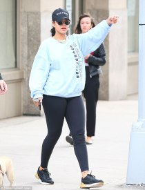 Rihanna hits the gym in New York on October 12, 2017 rihanna-fenty.com