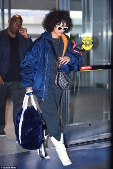 Rihanna spotted at JFK Airport on Sunday November 5, 2017 rihanna-fenty.com