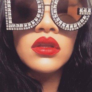 Rihanna shares her Stunna Lip Paint tutorial
