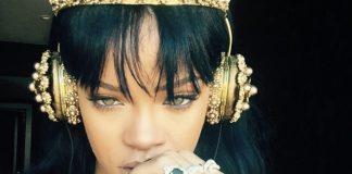 Rihanna Ouvindo ANTI com fones D&G