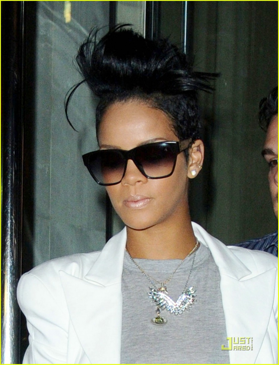 rihanna-the-hangover-03