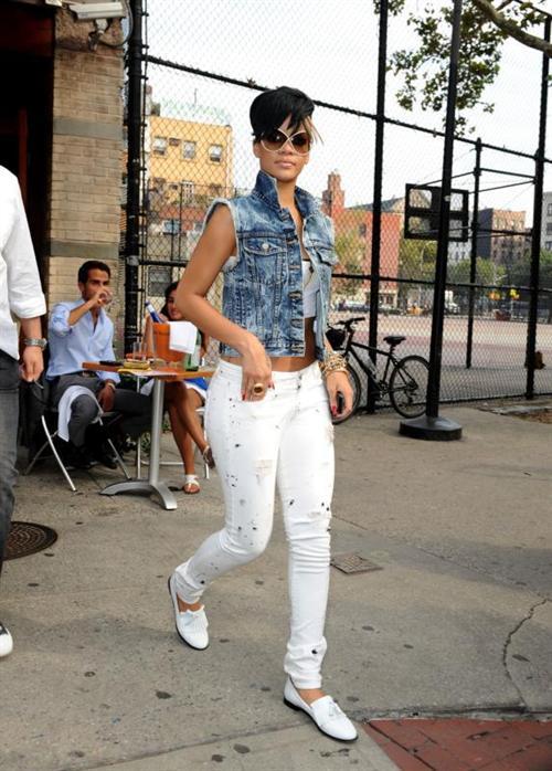 Rihanna_leaves_Da_2b5e