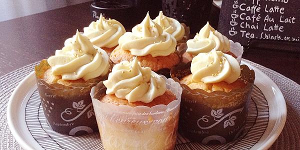 Sitruuna-valkosuklaa muffinssit