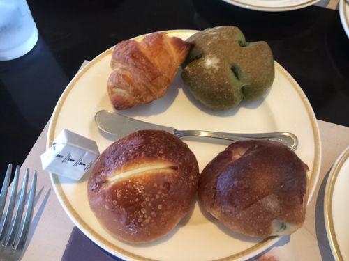お代わり自由のパン