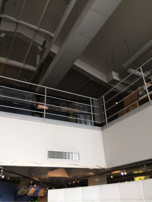 二階は倉庫代わり
