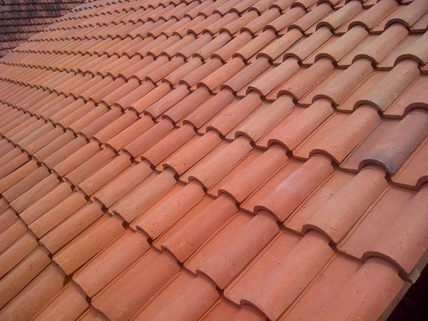 rangka baja ringan pakai genteng tanah atap rikaarba