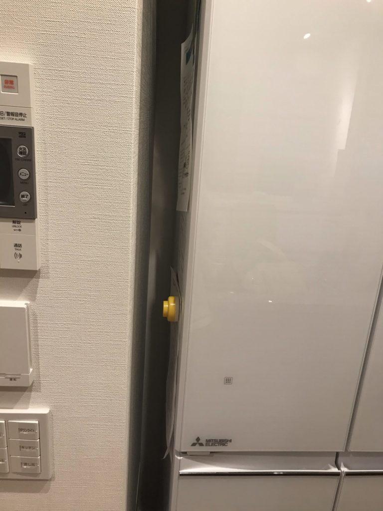 冷蔵庫と壁の隙間はこれぐらいないとドアが開かない