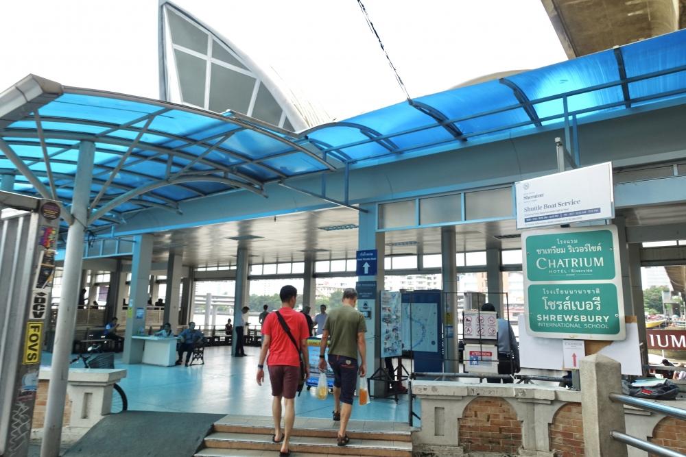サトーン船着き場の入口