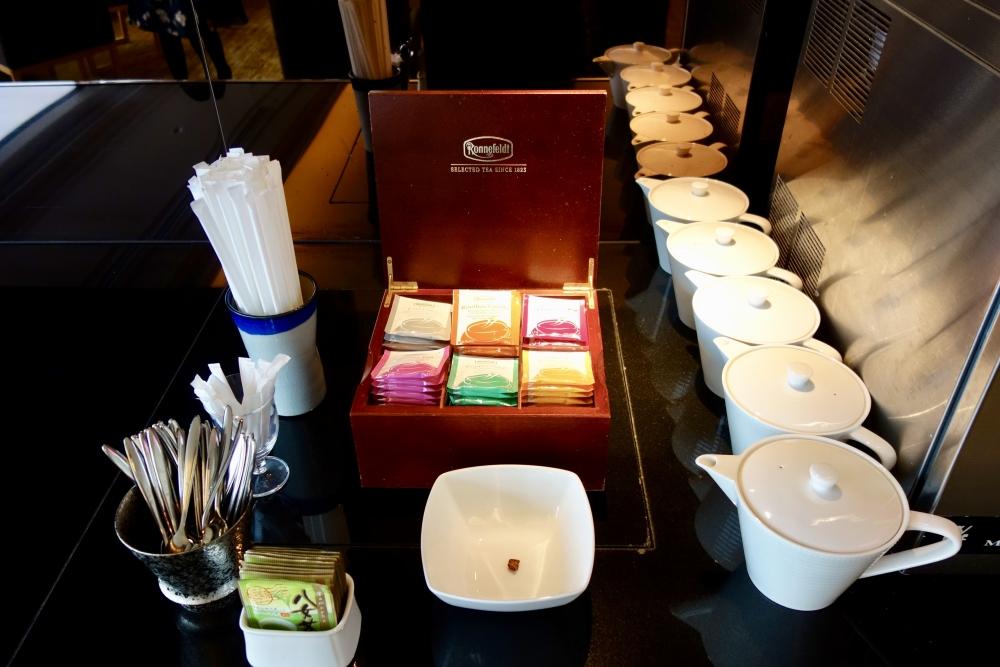 ヒルトン福岡シーホーク エグゼクティブラウンジ 紅茶はドイツ製のロンネフェルト