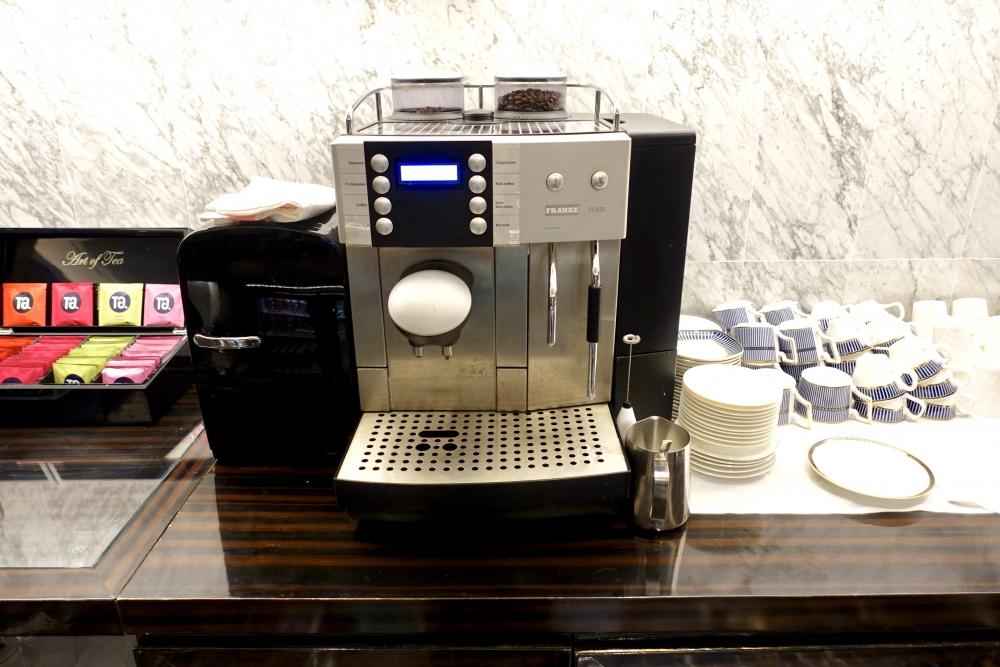 セントレジス上海静安のザ・クラブ コーヒーマシン