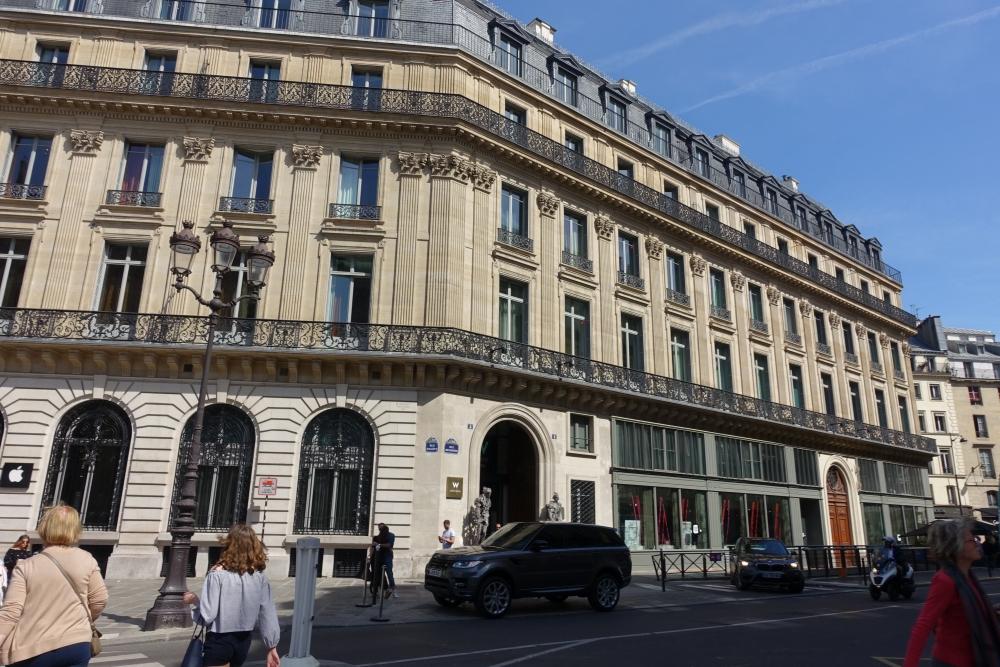 Wパリ 外観
