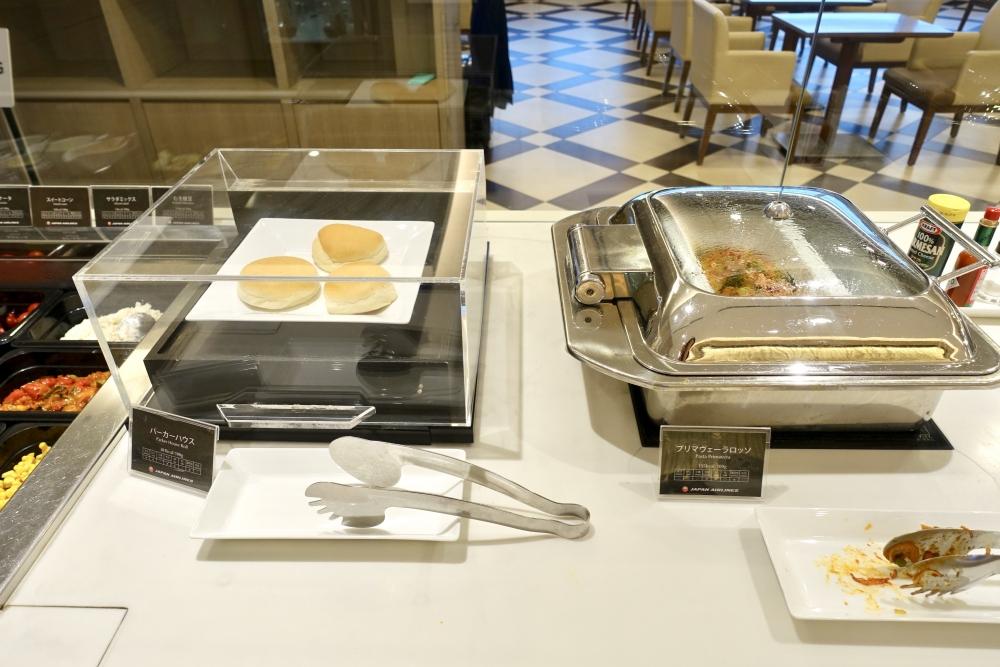 羽田空港国際線ターミナル JALファーストクラスラウンジ ダイニング パン