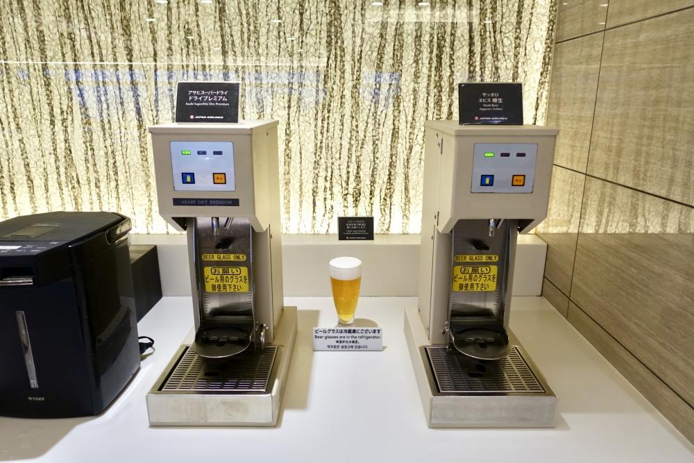 羽田空港国際線ターミナル JALファーストクラスラウンジ ダイニング ブッフェコーナー ビールサーバー