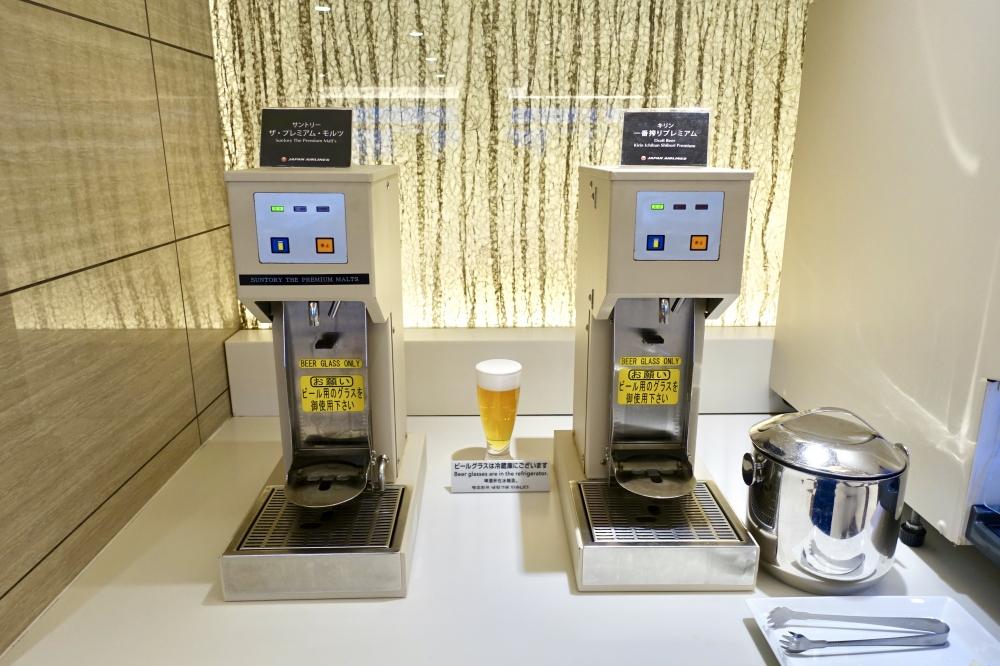 羽田空港国際線ターミナル JALファーストクラスラウンジ ダイニング ブッフェコーナー ビールサーバー2