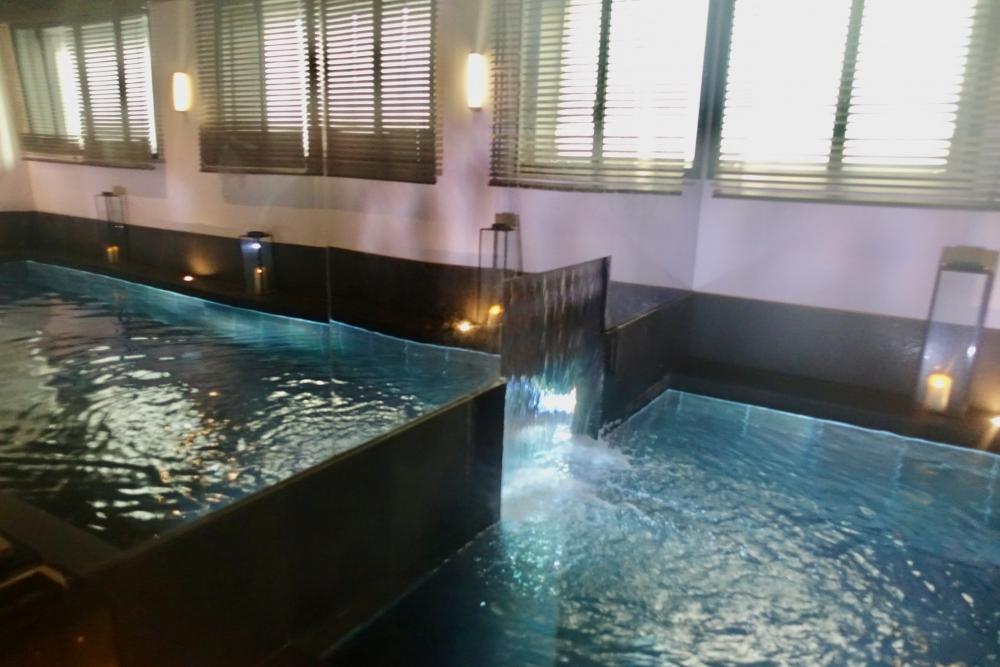 パリ・ル・ロックホテルアンドスパ地下プールにはハマムもあり