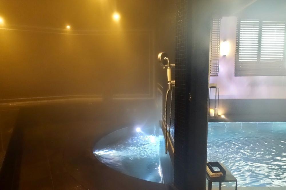 パリ・ル・ロックホテルアンドスパ地下プールのハマム