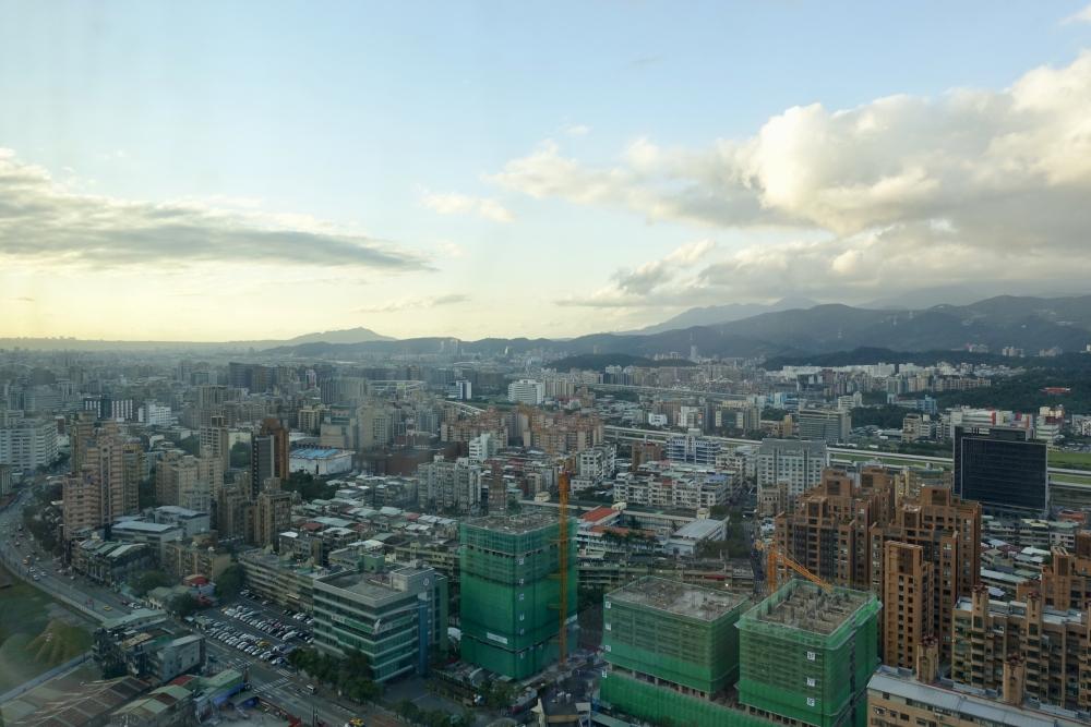 コートヤード台北エグゼクティブルームから松山空港方面の眺め