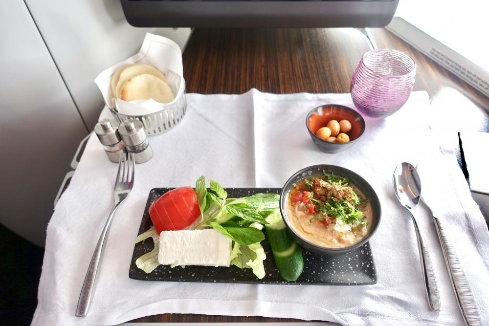 カタール航空39便ドーハ発パリ行きで注文した伝統的アラビア風朝食
