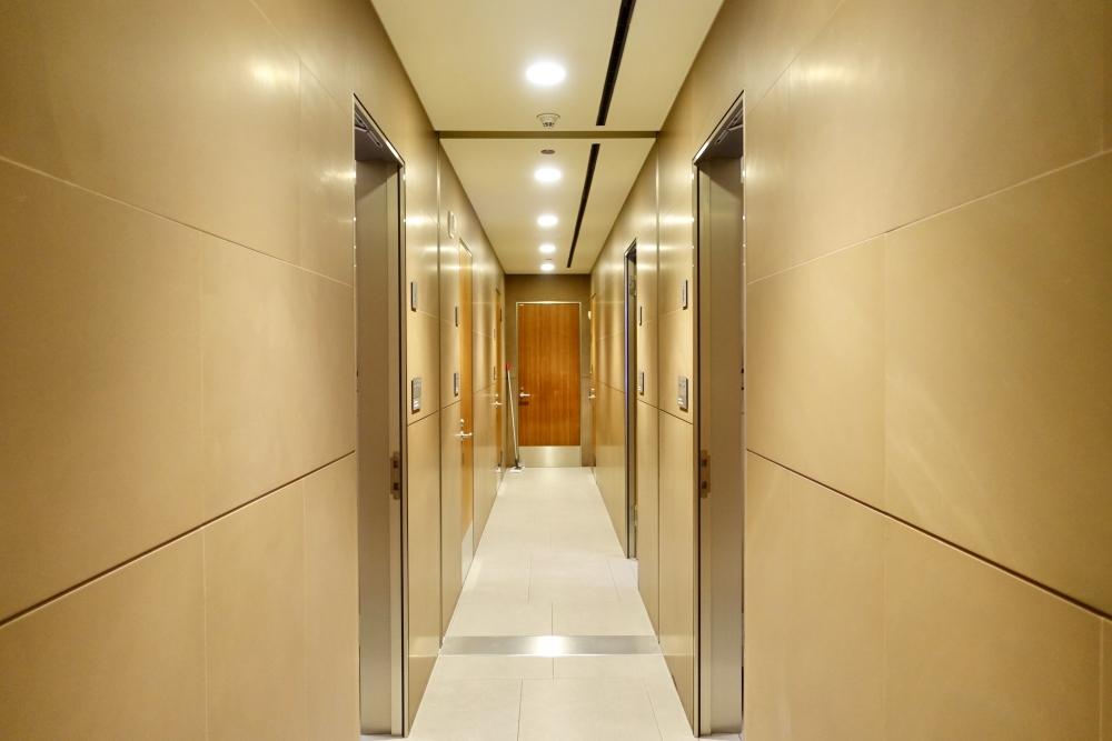 カタール航空ドーハ国際空港・アルムルジャンビジネスラウンジ・クワイエットエリア内のシャワールーム