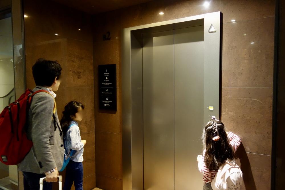 本町駅地下エレベーター