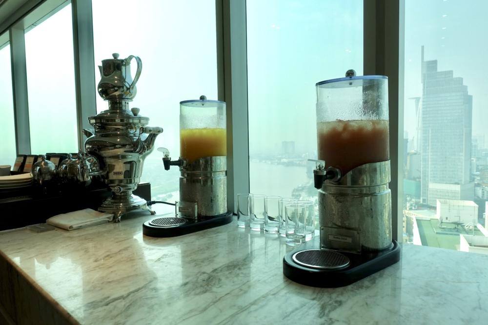 ルメリディアンサイゴン22階のクラブラウンジフードカウンタージュース