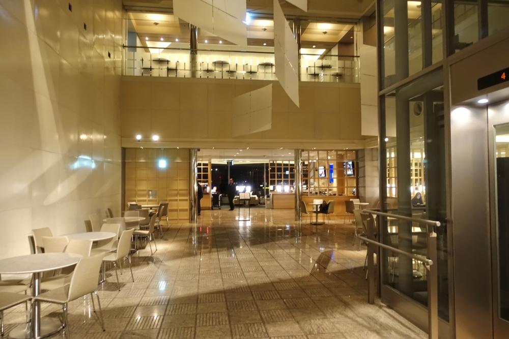 成田空港ユナイテッドクラブラウンジの内部