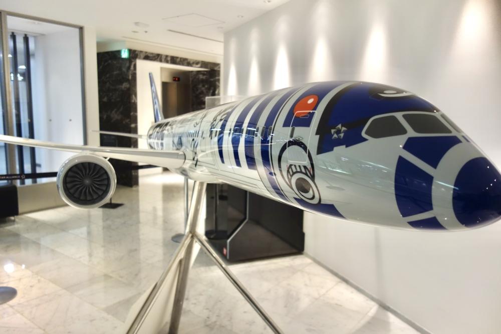 成田国際空港第4ターミナルANAラウンジのスターウォーズジェット模型